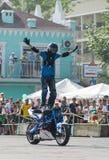 Всадник эффектного выступления на велосипеде спорта 11-ое июля 2015 в Хабаровске Russi Стоковые Фотографии RF