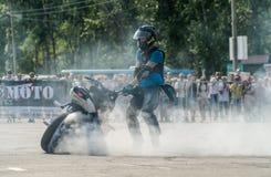Всадник эффектного выступления на велосипеде спорта 11-ое июля 2015 в Хабаровске Russi Стоковые Фото