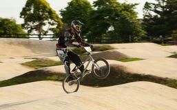 Всадник BMX wheely Стоковые Фотографии RF