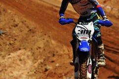 Всадник Motocross в национальной гонке стоковая фотография rf