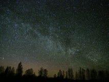 Вселенная и созвездие кассиопеи звезд млечного пути на ночном небе стоковая фотография