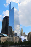 Всемирный торговый центр 4 и музей 11-ое сентября в парке 11-ое сентября мемориальном Стоковое фото RF