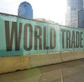 Всемирный торговый центр Нью-Йорк на земном zero- МАНХАТТАНЕ - НЬЮ-ЙОРКЕ - 1-ое апреля 2017 Стоковые Изображения RF