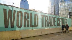 Всемирный торговый центр Нью-Йорк на земном zero- МАНХАТТАНЕ - НЬЮ-ЙОРКЕ - 1-ое апреля 2017 Стоковая Фотография