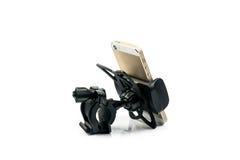 всеобщий держатель телефона для мотоцилк и велосипеда автомобиля с установленным smartphone золота белизна изолированная предпосы Стоковое Изображение RF