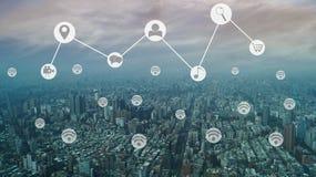 всесторонние социальные соединение и интернет вокруг города, mi стоковая фотография