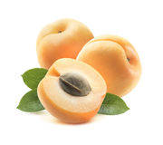 2 всех абрикосы и половины при изолированное семя 2 Стоковое Изображение