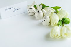 2 всех пасхального яйца принципиальной схемы цыпленока ведра цветут детеныши покрашенные травой помещенные Стоковое Изображение RF