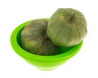 2 всех tomatillos в зеленом блюде Стоковое фото RF