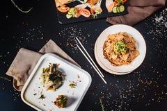 Все-азиатский обедающий Комплект обеда нескольких блюд Стоковая Фотография RF