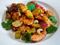 Все-азиатское блюдо с гайками и соусом стоковые изображения rf