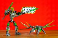 Вселенная характеров (игрушек) Lego Bionicle - Lewa, Uniter джунглей и Uxar, твари джунглей Стоковая Фотография RF