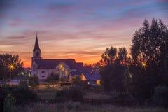 Вселенская церковь церковьь сердца Иисуса в вечере в лунном свете Стоковые Изображения RF