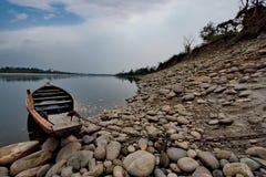Все еще воды неусидчивого реки стоковые изображения rf
