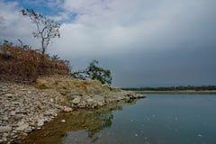 Все еще воды неусидчивого реки стоковые фотографии rf