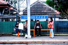 Все еще ждать поезд стоковые фотографии rf