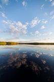 Все еще отражение озера совершенное неба и облаков Стоковая Фотография RF