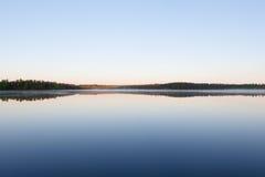 Все еще отражение озера совершенное неба Стоковая Фотография