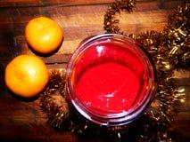 Все еще праздничное варенье десерта с tangerines и сияющей сусалью Стоковые Фото