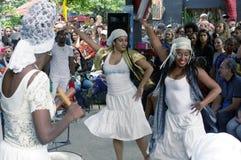 Все женщины танцуют совершители на Callejon de Hamel в Centro Гаване Стоковые Изображения RF