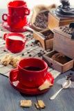 Все ингридиенты для наилучшим образом-заваренной чашки кофе Стоковое Изображение RF