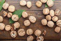 Все разбросанные грецкие орехи Стоковая Фотография