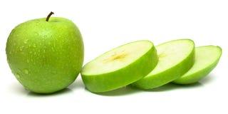 Все яблоко и ломтики стоковое изображение rf