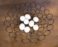 Все 8 яичек в одной корзине металла Стоковая Фотография RF