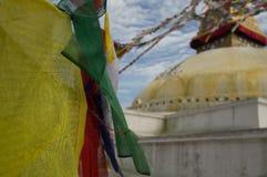 все boudhanath Будда eyes полусфера kathmandu Непал переднего плана гигантская золотистая видя белизну более малого stupa шпиля в Стоковое Фото