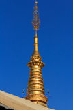 все boudhanath Будда eyes полусфера kathmandu Непал переднего плана гигантская золотистая видя белизну более малого stupa шпиля в Стоковое фото RF
