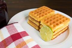 Все waffles пшеницы на плите Стоковая Фотография