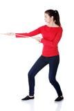 Вскользь женщина вытягивая веревочку Стоковая Фотография