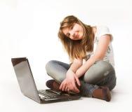 вскользь компьтер-книжка девушки подростковая Стоковое Фото