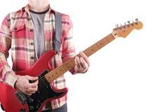Вскользь одетый молодой человек при гитара играя песни изолированный на белизне таблица компьтер-книжки Онлайн концепция уроков г Стоковые Изображения