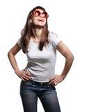 вскользь счастливые детеныши женщины стоковые фотографии rf