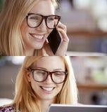 Вскользь белокурая женщина, комплект коммерсантки говоря smartphone и используя таблетку для того чтобы просматривать интернет По Стоковые Изображения RF