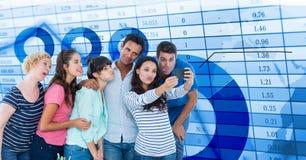 Вскользь бизнесмены принимая selfie на умном телефоне данными Стоковые Фотографии RF