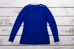 Вскользь голубой пуловер Стоковое Фото