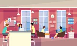 Вскользь группа людей в современном офисе сидит беседовать, университетский кампус студентов иллюстрация штока
