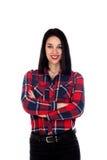 Вскользь девушка брюнет с красной рубашкой шотландки Стоковое Изображение
