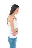 Вскользь женщина с болью в животе и головной болью Стоковые Изображения RF