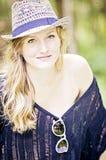 Вскользь милая молодая женщина Стоковое Изображение RF