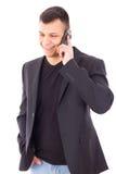Вскользь человек в костюме говоря над чернью и усмехаться Стоковые Изображения RF