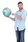 Вскользь человек держа глобус стоковая фотография rf