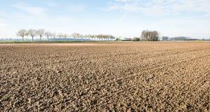 Вспаханная и, который культивированная зима почвы глины ждать Стоковые Фотографии RF