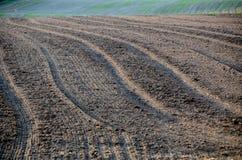 вспаханная почва сельскохозяйственне угодье Стоковая Фотография