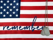 Вспомните воинские регистрационные номера собаки на флаге Стоковое Изображение