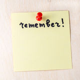 Вспомните примечание на бумажном столбе оно Стоковое фото RF