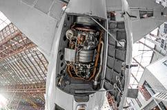 Вспомогательная электростанция в кабеле воздушных судн с открытыми крышками клобука Стоковые Изображения