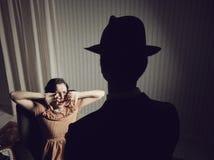 Вспугнутая женщина стоковое изображение rf